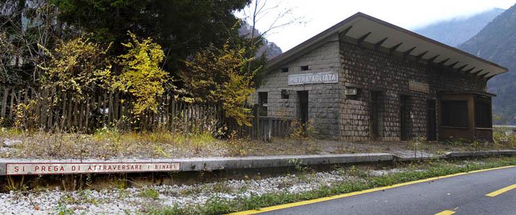 Cosa fare delle stazioni della ex ferrovia pontebbana?